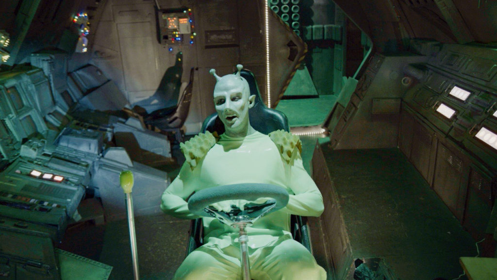 Lenny Hernandez as Alien Captain Zozz